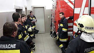 2018-02-16 (100) Technical exercise of Freiwillige Feuerwehr Weißenburg with people search in the Wiesrotte, Frankenfels.jpg