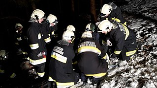 2018-02-16 (104) Technical exercise of Freiwillige Feuerwehr Weißenburg with people search in the Wiesrotte, Frankenfels.jpg